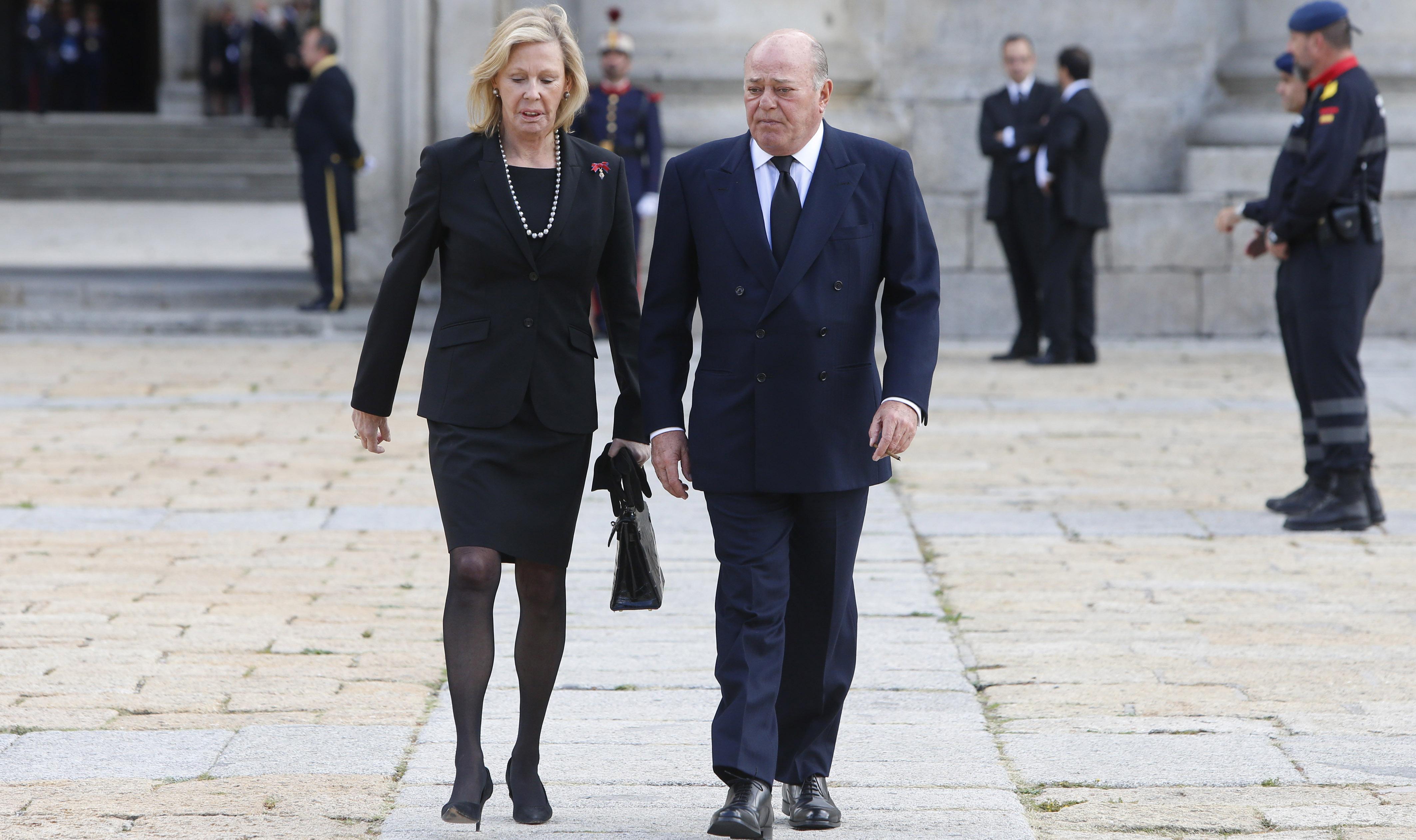 Juan Abelló y su mujer Ana Gamazo en el entierro del infante Carlos de Borbón Dos Siclias en El Escorial