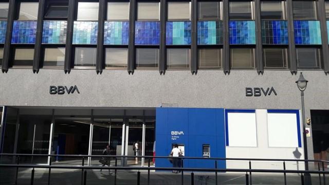 BBVA pagaba 3.600 euros a empleados despedidos para evitar ir a juicio