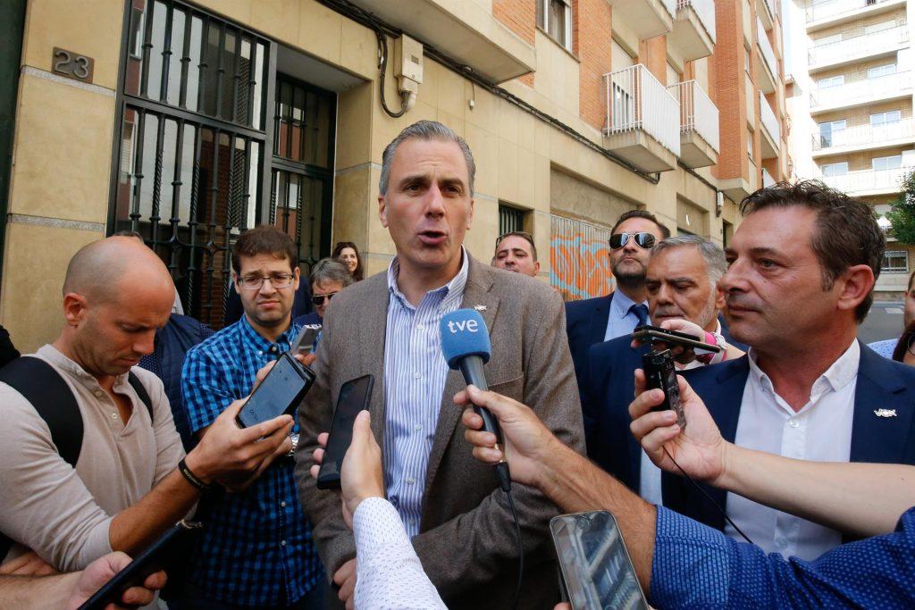 """Vox tacha de """"estrategia electoral"""" la propuesta de Rivera"""