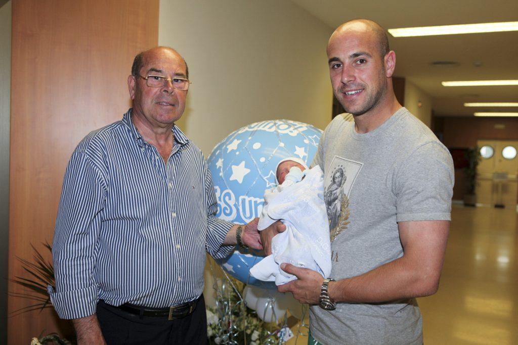 Miguel Reina junto con su hijo Pepe Reina