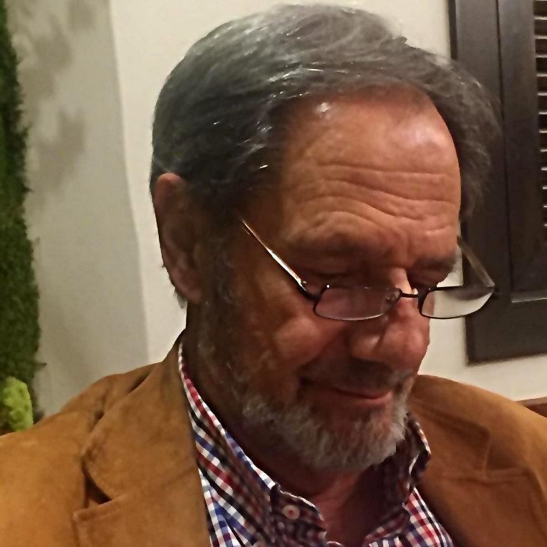 El padre de Clara Serra arremete contra el gurú favorito de Errejón