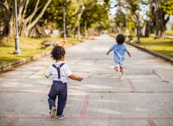Hasta 3 niños con un adulto podrán salir 1 hora y llevar pelota o patinete