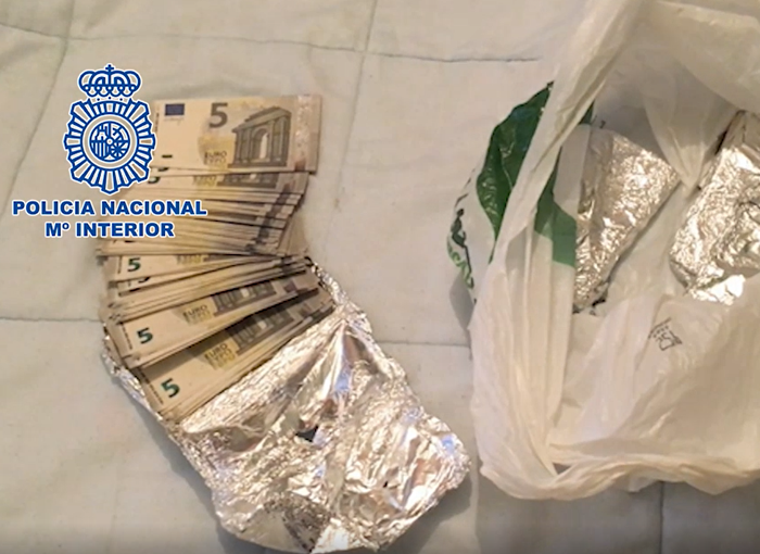 Desmantelado en Alicante un grupo dedicado a distribuir billetes falsos de cinco euros