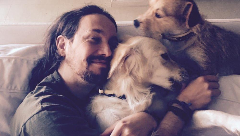 Pablo Iglesias con sus mascotas