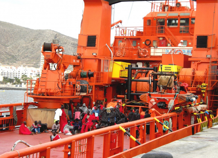 Nueve migrantes mueren al volcar una patera en Lanzarote