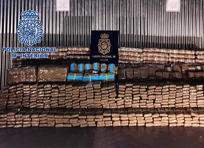 Detenidas 18 personas al desmantelar una red de transporte de hachís