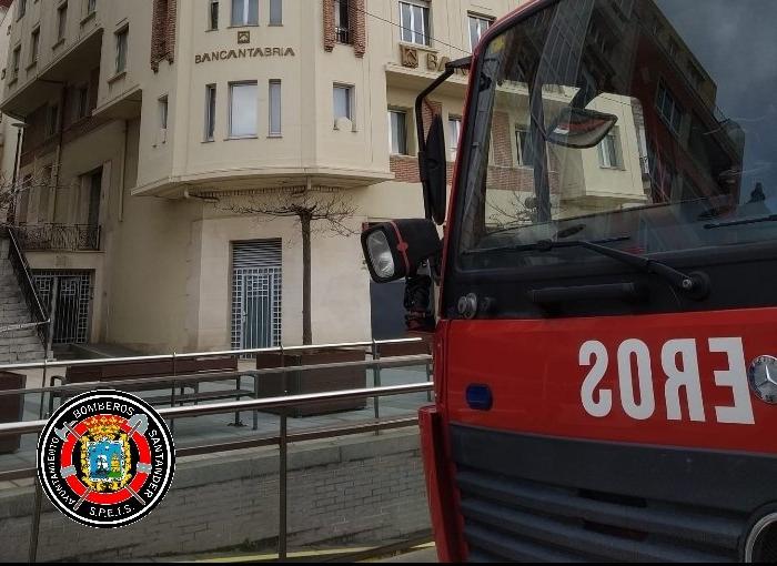 Se hunde en Santander un parque infantil sobre un parking subterráneo