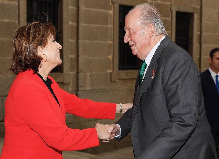Don Juan Carlos I disfruta de sus actividades de ocio favoritas mientras se investiga su fortuna