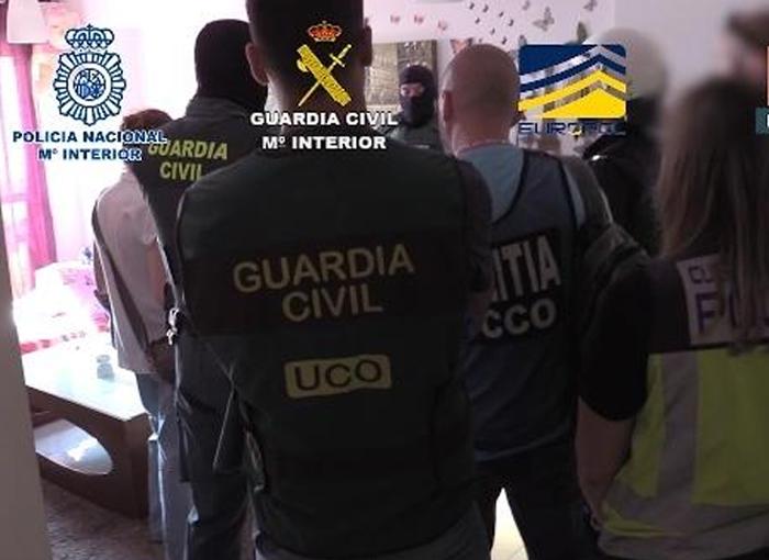 Desmantelado un grupo criminal que explotaba a mujeres captadas con el método Lover Boy en Rumanía