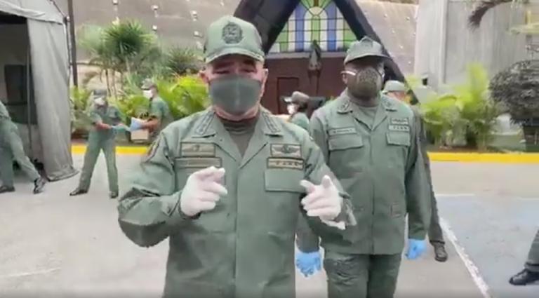 """El surrealista carga del ejército venezolano: """"¿Por qué no acercan el camión?"""""""