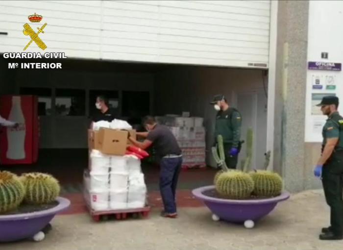 La Guardia Civil se encarga de la gestión de la entrega de alimentos a ONG en la provincia de Las Palmas