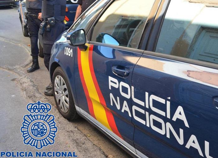 Dos jóvenes son detenidos en Valencia por robar material sanitario de una ambulancia