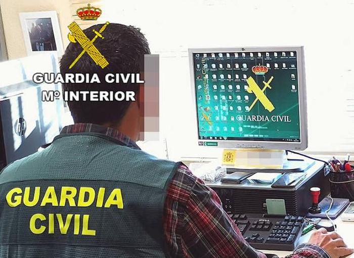 Denunciadas tres personas en Cádiz por simular una procesión de Semana Santa