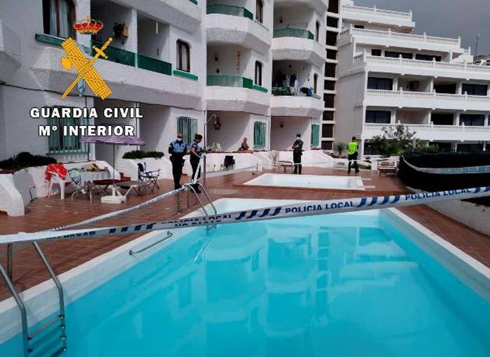 La Guardia Civil denuncia a varias personas por celebrar una fiesta en una piscina comunitaria de Gran Canaria