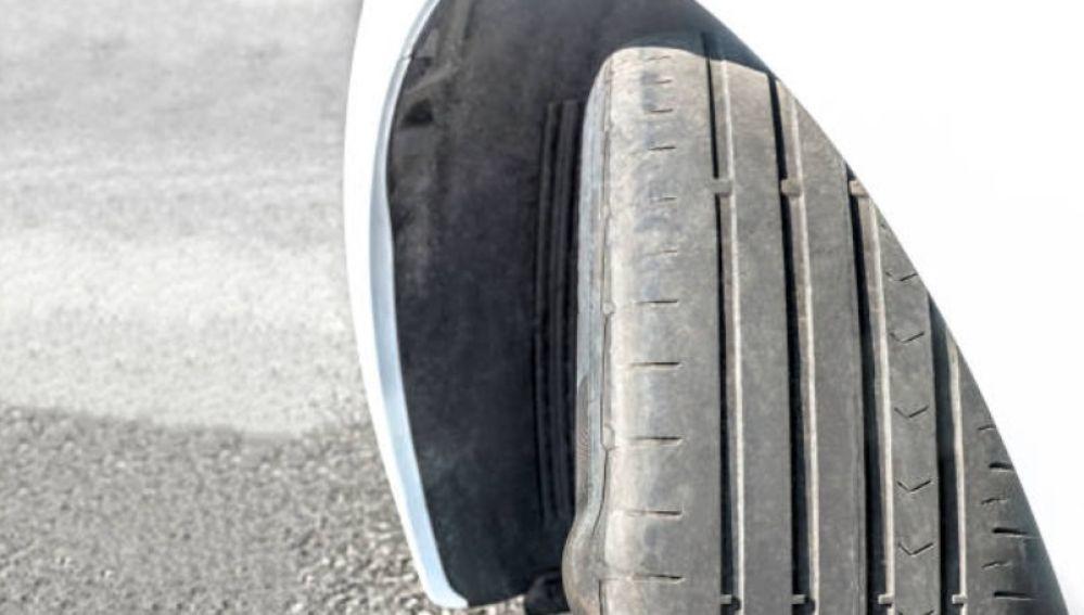 neumáticos desgastados- errores mantenimiento vehículos
