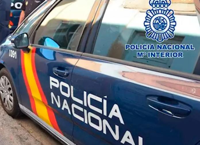 Agentes de la Policía Nacional salvan a un niño de morir ahogado