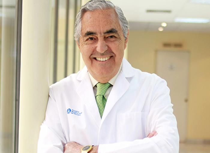 Dr. Antonio de la Fuente, uno de los médicos de la Casa Real que atiende a ricos y famosos.