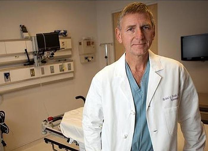 Richard G. Fessler es un médico de prestigio de famosos y ricos.