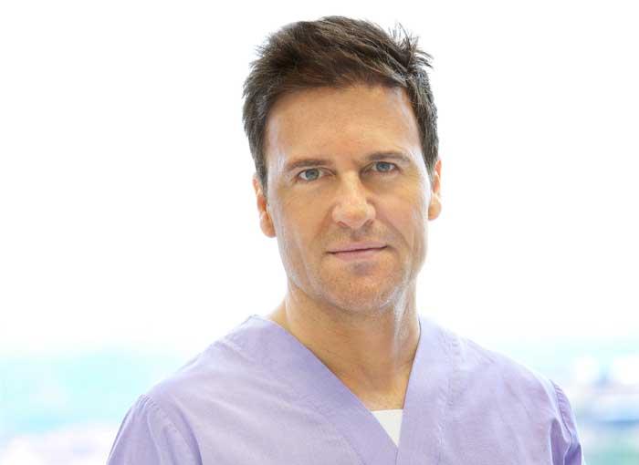 Iván Mañero, especialista en cirugía estética.