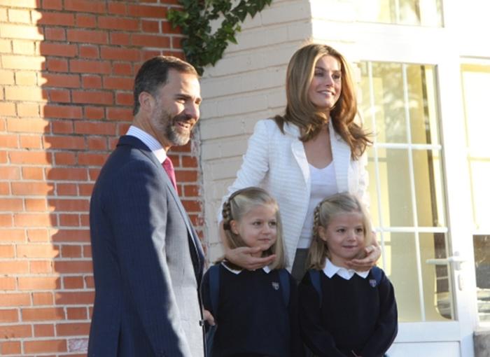 Los Reyes de España con sus hijas.