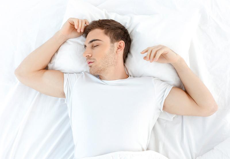 posturas para dormr - brazos arriba