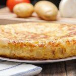 Cómo hacer una tortilla de patatas sin huevo para disfrutar y no engordar