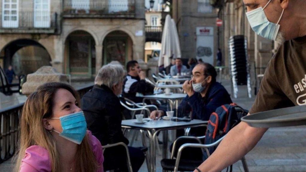 Es peligroso comer o beber en un bar por el covid-19?