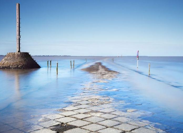 Esta es la ruta francesa que se 'traga' el mar