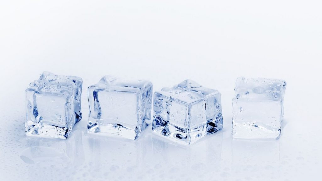 Agua caliente funciona, prueba este truco congelador