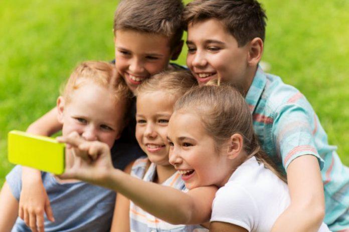 Los riesgos que no ves de compartir fotos de tus hijos en las redes sociales