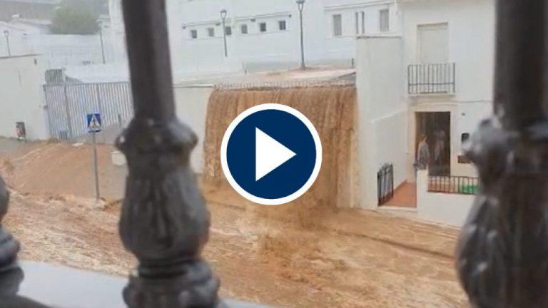 Las fuertes lluvias en Estepa se llevan una vivienda por delante