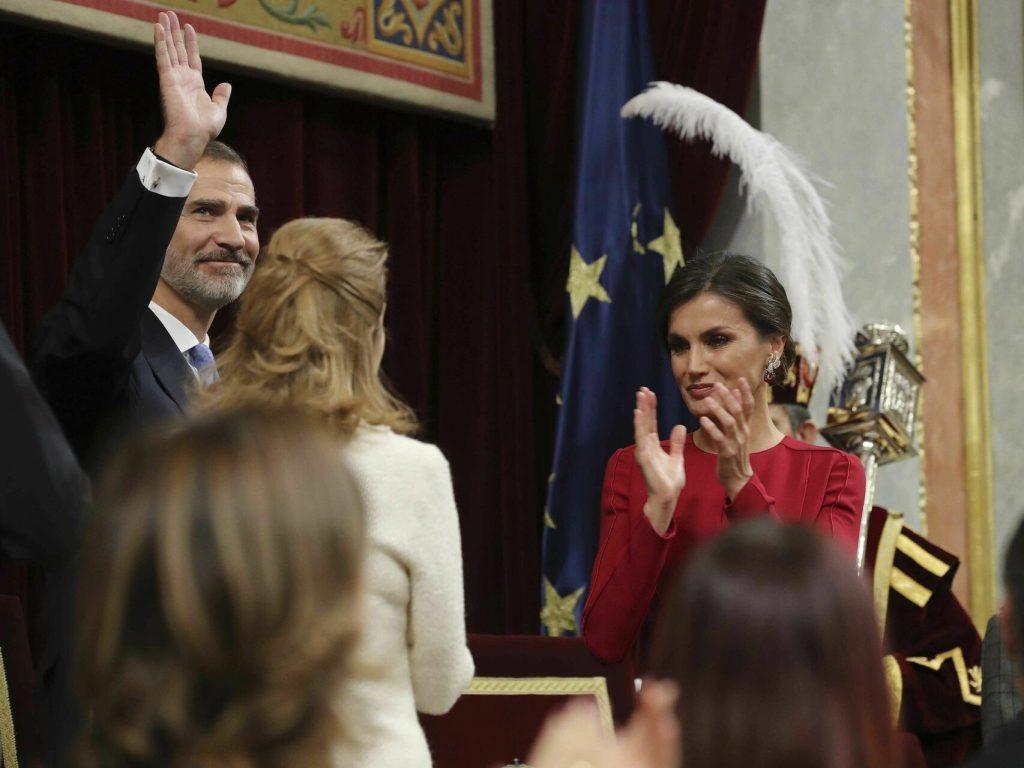 letizia aplaudiendo