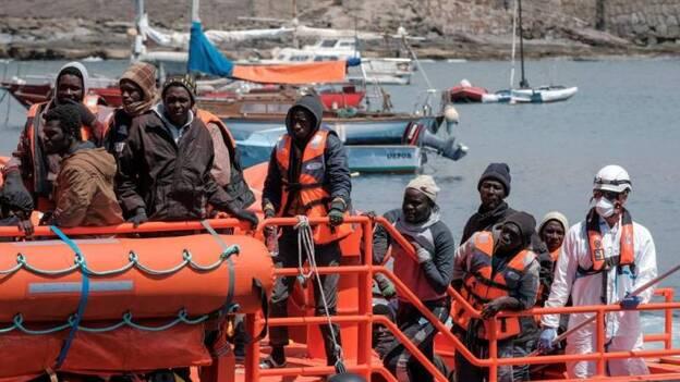 Llegan a Gran Canaria los 75 migrantes de las dos pateras rescatadas este sábado