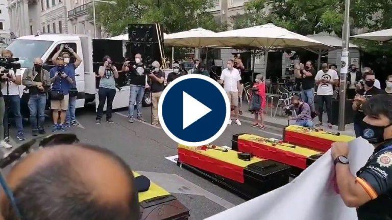 Jusapol protesta con ataúdes en el Congreso por los suicidios de policías