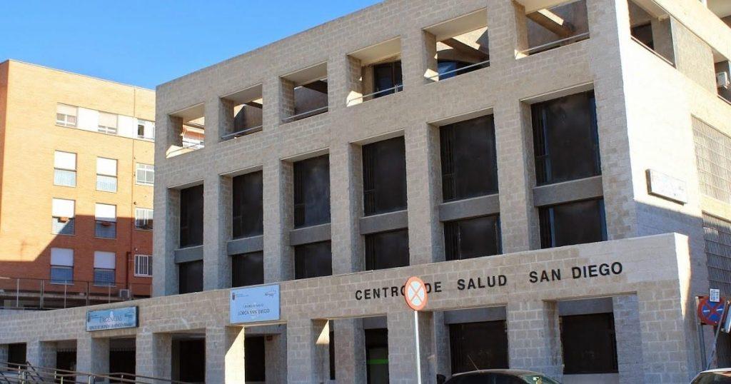 El alto índice de contagios mantiene 35 centros de salud de Murcia en nivel rojo