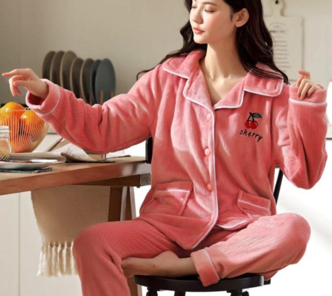 pijama chaqueta y pantalón