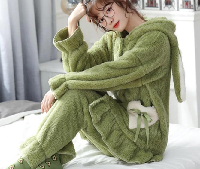 pijama con capucha