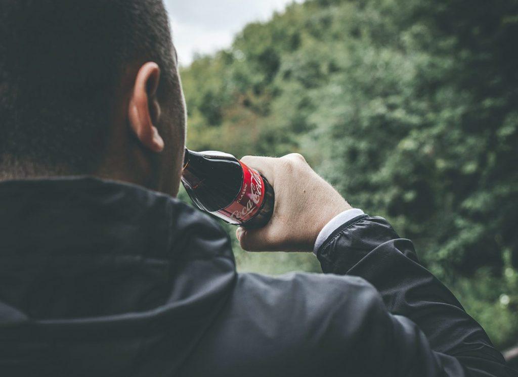 Esto es lo que pasa si bebes demasiados refrescos y poca agua