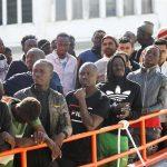 """""""Los vamos a reventar"""": racismo en Canarias ante la saturación de migrantes"""