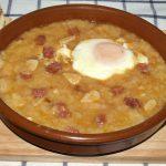 Sopa castellana o de ajos: una receta barata y rica contra el frío