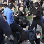 La policía, cerca del radical que pateó a un agente en Vallecas: revolucionario y ¿modelo de peinado?