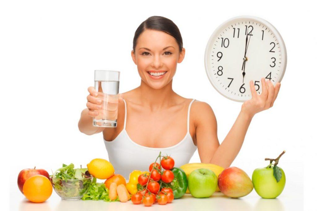 Saltarse las comidas y comer muy poco