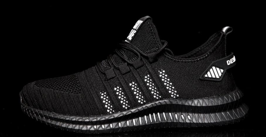 zapatillas negras estilo adidas