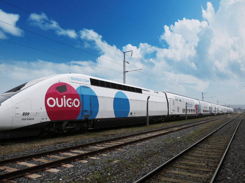 OUIGO lanza un reto a Manolo Lama y Edu Polo para buscar el apodo perfecto para sus trenes