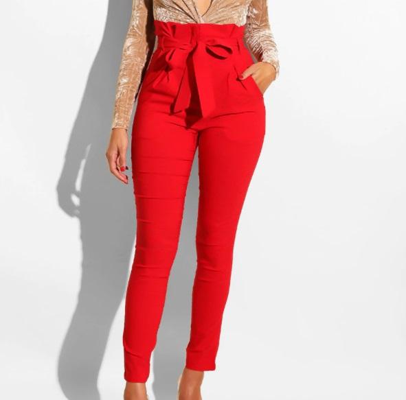 pantalón rojo tiro alto