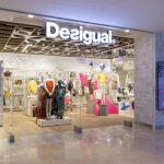 La camisa colorida de Desigual y otras prendas de su nueva colección