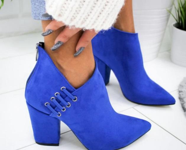 botines en azul