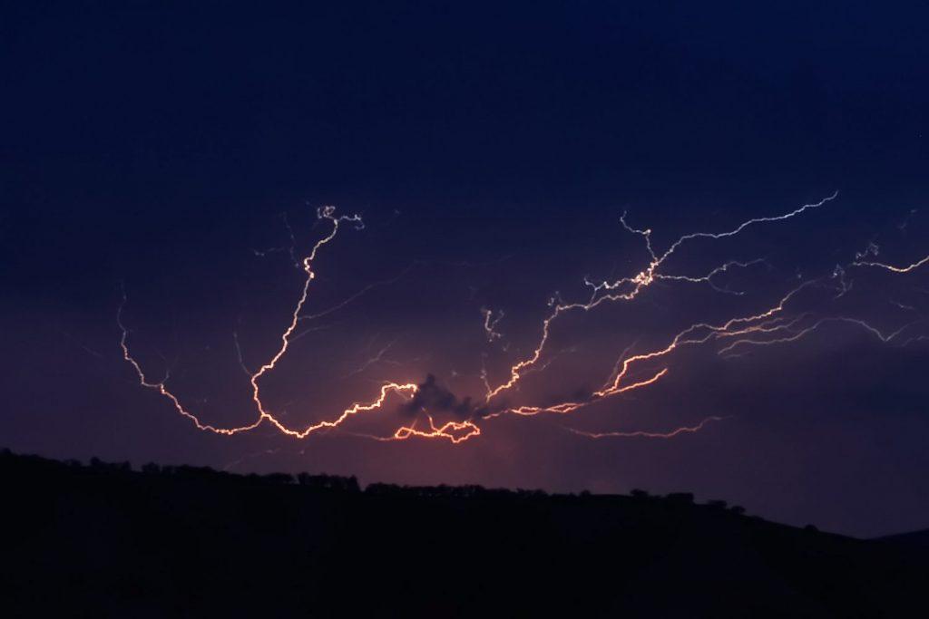 Inicia la tormenta eléctrica