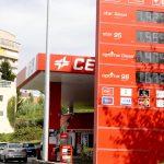 El PSOE se rompe por la inacción de Sánchez ante el insoportable precio del carburante